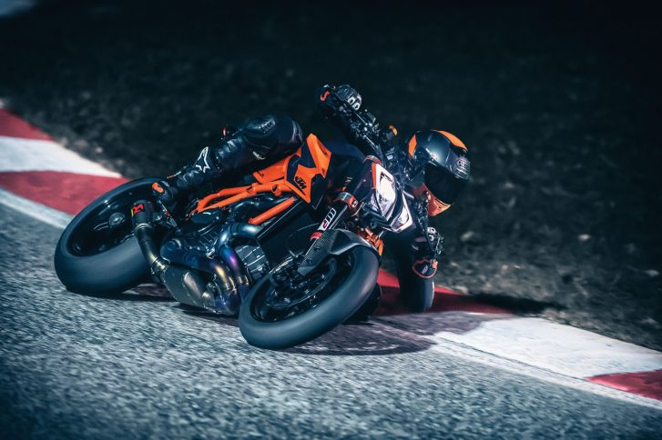 In Aktion: die neue KTM Super Duke R.